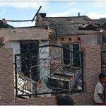 Rumah Kontrakannya Hangus Terbakar, Driver Ojol dan Sang Istri Syok, Warga Bantu Menenangkan